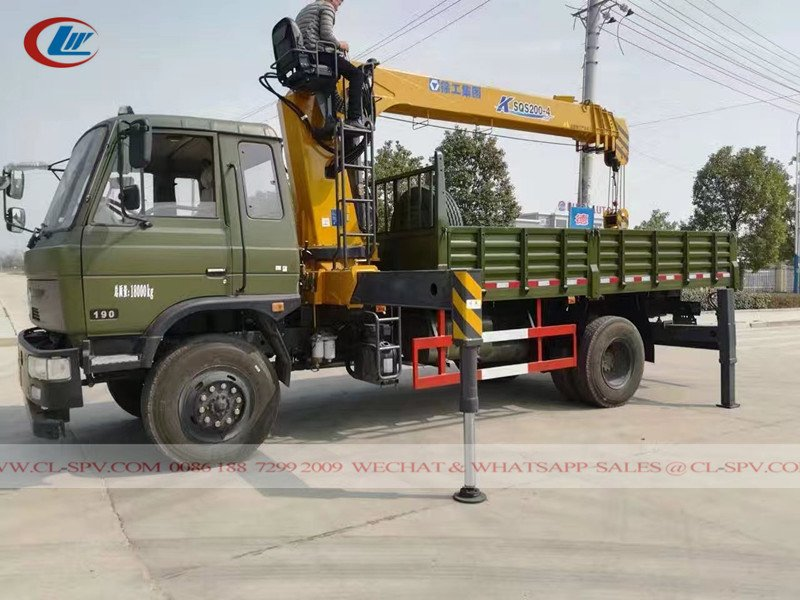 Dongfeng awd truck with crane